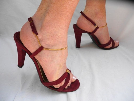 HEELS - SEXY - 1970s - wine - ankle STRAP heels - size 7-1/2 B - ReSeRvEd