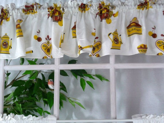 VALANCE - KITCHEN CURTAIN - white - yellow - brown - fruit basket and kitchen items