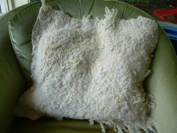 Pillow of fleted fleece