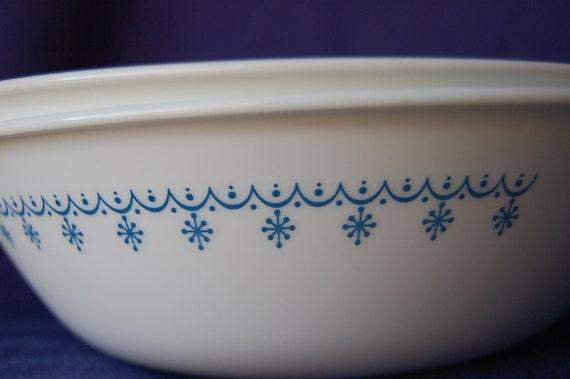 Set of 2 Vintage Corelle Snowflake Blue 1 Quart Serving Bowls Beautiful Excellent Condition Blue Snowflakes
