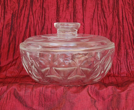 Vintage Pyrex Sculptured Ovenware Teardrop Design Covered Casserole 1 and a Half Quarts circa 1972