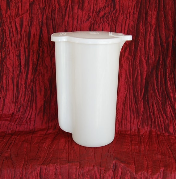 Vintage Tupperware 40 ounce Pitcher Frosty White One of the Original Pieces of Tupperware