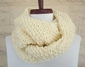 Luxuriously Soft Gap Style Infinity Scarf - Ivory