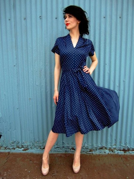 1970s Navy Polka Dot Dress Accordion Pleats Waist Tie Sz