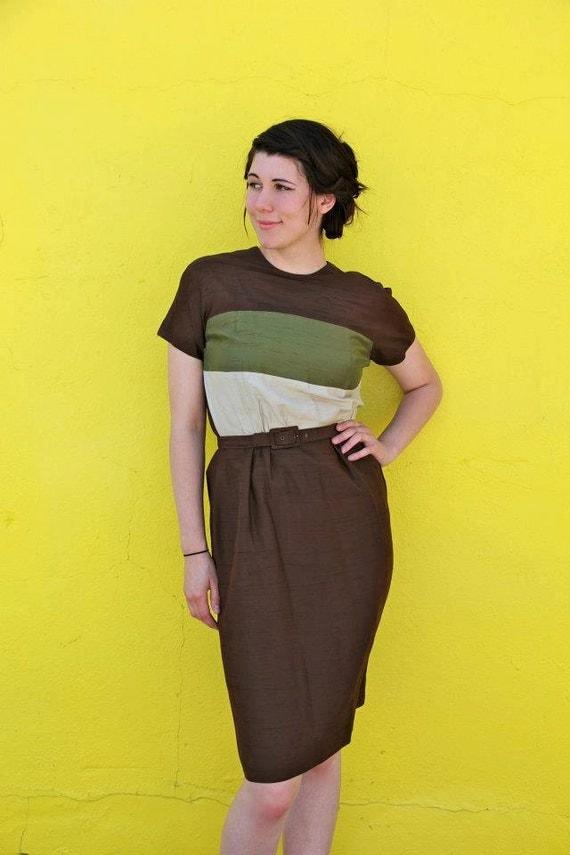 1950's. color block. brown. wiggle dress. vintage. Sz m/l.
