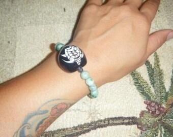 Black kukui nut with honu bracelet