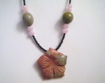 Rose and gray jade flower necklace