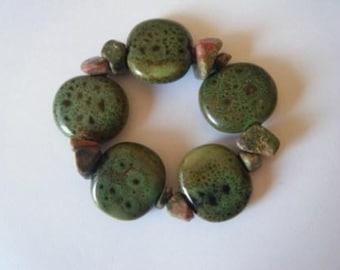 Moss-green porcelain and jasper bracelet