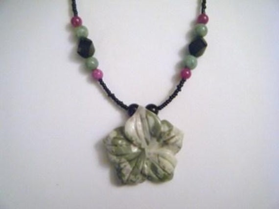 Violet and jade flower necklace