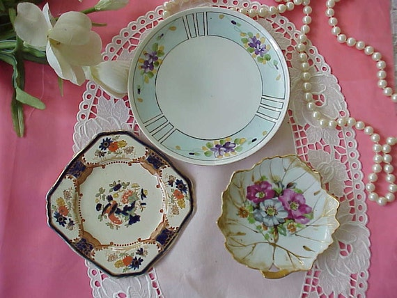 3 VINTAGE FLORAL PLATES Nippon, Royal Winton, Japan