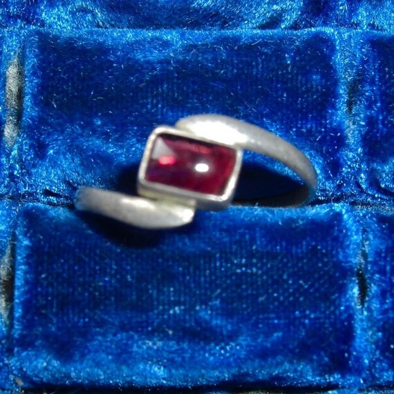 Vintage Purple & Sterling Silver Ring - Size 8