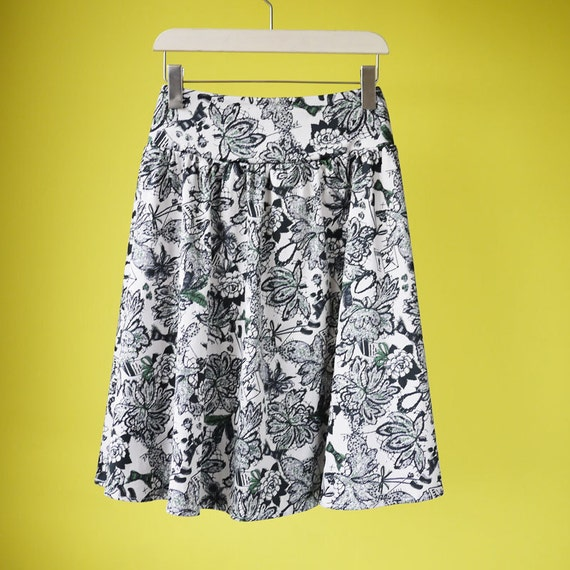 Floral high waisted circle skirt pin up style 50s retro plus size skirt  - MEDIUM