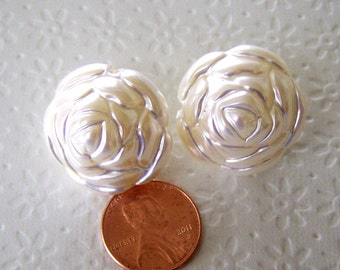 Cream Colored Acrylic Rose Beads