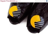 SALE Vintage Shoe Clips in Yellow and Black Mod Design, Geometric Shoe Clips, 80's Style Shoe Accessory, Awesome Shoe Embellishment - YesterdaysSilhouette