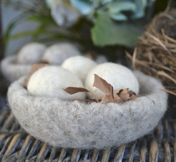 Montessori- Felted Bowl with Eggs 3- Nestlike-Home Decor-  Cream Eggs Oatmeal Bowl-Ready to Ship