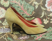 SALE - size 7.5 BARE TRAPS suede gold pumps. high heels. party shoes. sexy. pointy-toed.