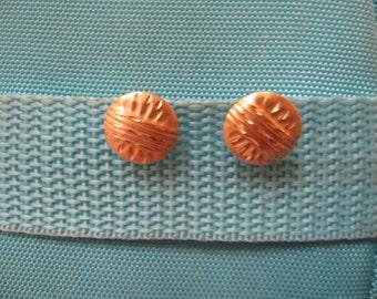 Delicate 1980s button earrings 14k