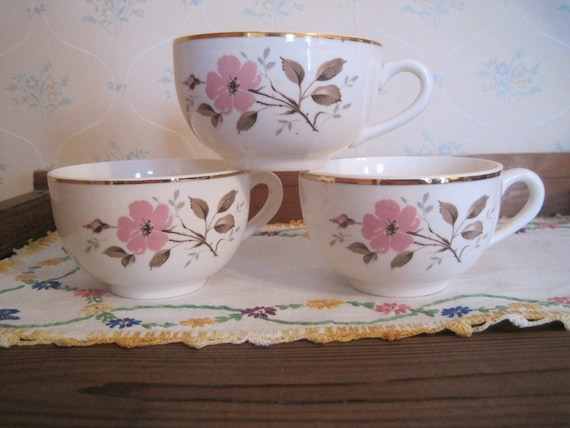 Pretty Vintage Gold Rimmed Cups
