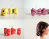 Crochet bow earrings. Hook earrings.