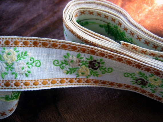 Annies Antiques Vintage Trim - Vintage Embroidered Cotton Trim Approx 1 inch wide - Listing is for 1 yard