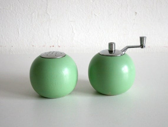 Mint Green Circle Shakers