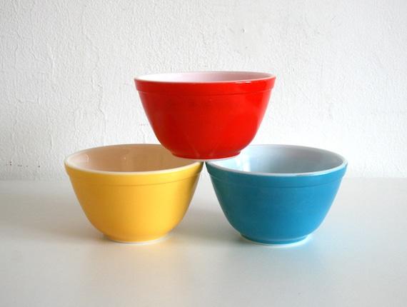 Pyrex Bowl Trio