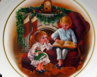 1983 Christmas Plate - Avon Collectible - Enjoying the Night Before Christmas - 22K Gold Trim - Decorative Holiday Home Decor