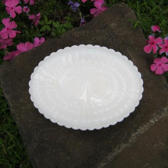 Avon Owl Soap Dish in Milk Glass
