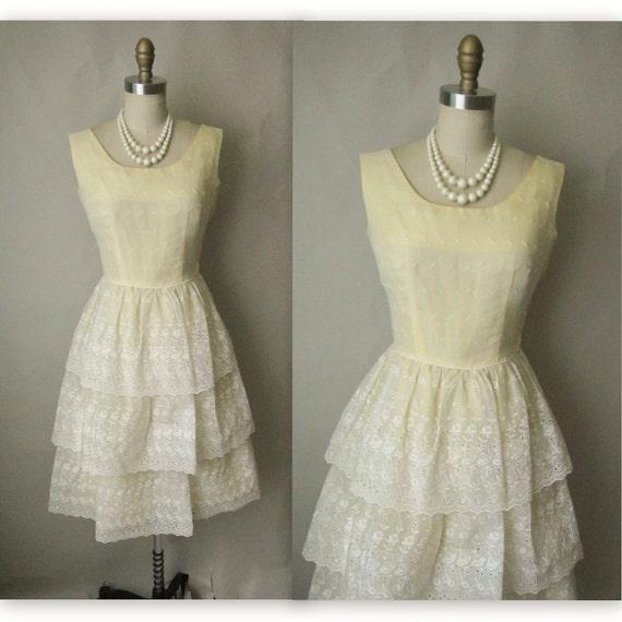 50's Eyelet Dress // Vintage 1950's Eyelet Organdy Tiered White Wedding Dress XS
