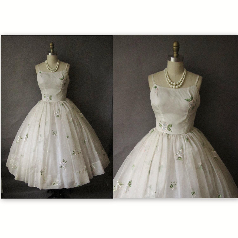 S wedding dress vintage white embroidered