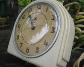 40s Art Deco Telechron Electric Beige 'Buffet' Wall Clock in Excellent Condition -- Red Dot Model 2H07