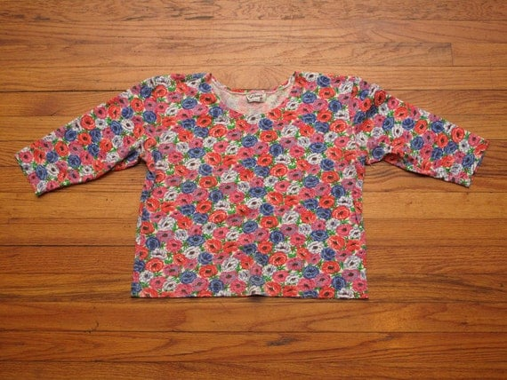women's vintage floral 3/4 sleeve crop top.