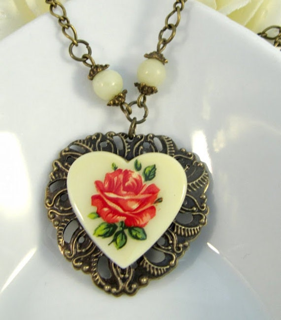 Vintage style cream/yellow heart necklace, romantic jewelry