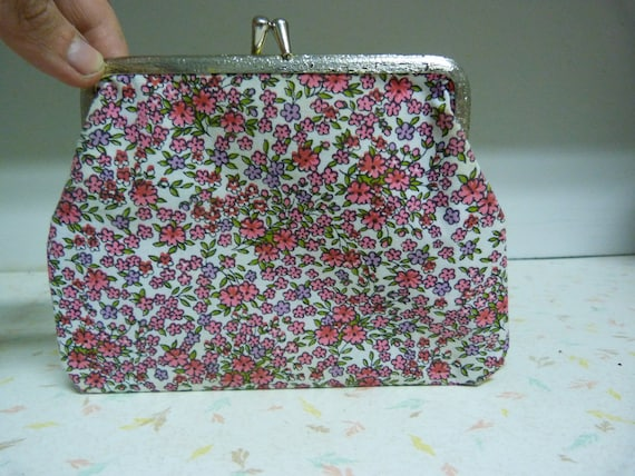 Adorable floral clutch purse 1950's