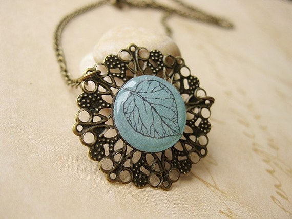 FREE WORLDWIDE SHIPPING - Petite Leaf Necklace