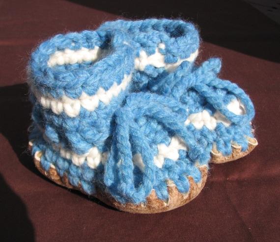 chausson de b b au crochet avec semelle en peau de mouton. Black Bedroom Furniture Sets. Home Design Ideas