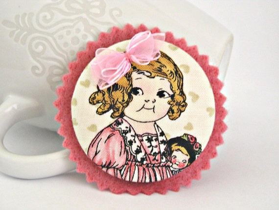 Evelyn - Pink fabric and felt OOAK button brooch