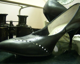 Saucy Vintage Black Leather Pumps with Punched Detailing Size 6.5
