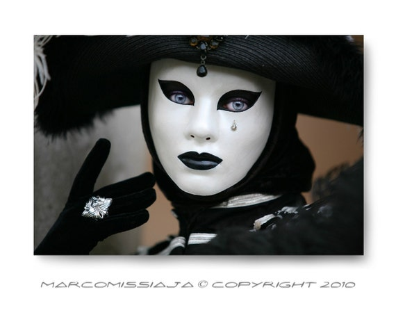 Original Venetian Black and White Mask whit a Silver Ring - Signed Photo - Venice Carnival