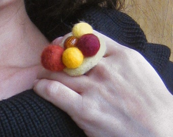 """A felt ring """"Caramel"""""""