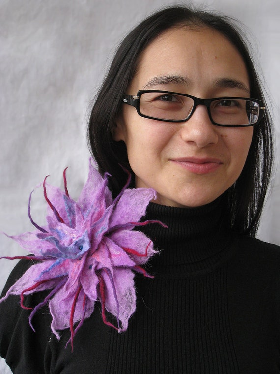 A felt brooch chrysanthemum