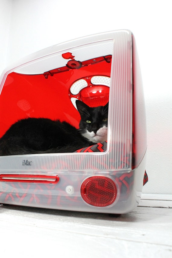 "Upcycled Apple Computer Pet Bed - iMac - ""Think different"" FREE SHIPPING"