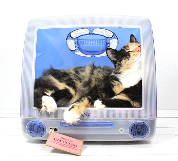 "FREE SHIPPING - Upcycled Apple Computer Pet Bed - iMac - ""Think different"""