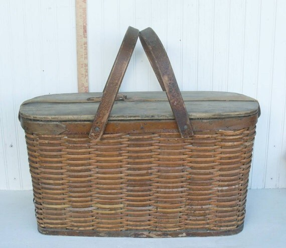 Vintage Wicker Picnic Basket With Metal Liner