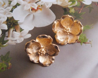 Mother Day Earrings, GOLD Magnolia Stud Earrings, Flower Earrings, Bridesmaid Gift Idea, Mother Day from Daughter, Bridesmaid Earrings