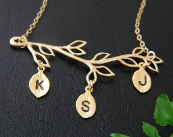 Mother Day Family Tree Necklace, Three Initial Necklace, Mother's Necklace, Grandmother Necklace Gift, Sister Necklace, Monogram Necklace