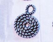 20 silver swirled rope lasso or nautical charms pendants 15mm x 11mm - bulk - C0086-20