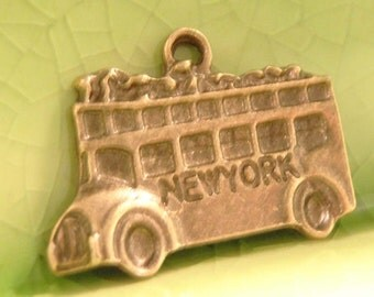 5 bronze bus charms pendants double decker New York tourist tour city NYC vacation summer open air 23mm x 17mm - C0441-5