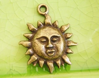 10 bronze sun charms pendants sunshine rays face smile Ra goddess summer beach vacation celestial planets tropical 23mm x 18mm - C0979-10
