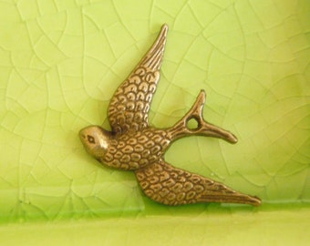 20 bronze bird swallow sparrow mockingjay charms pendants Hunger Games panem wings animal fly flying 23mm x 17mm - C0962-20